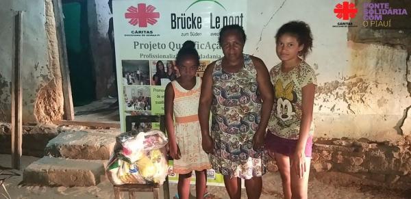 Paróquia Santa Rosa de Lima beneficia famílias de Santa Rosa e Cajazeiras com cestas básicas